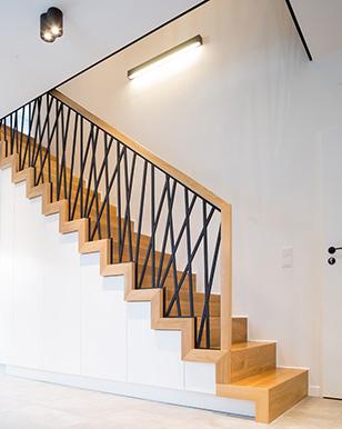 Geradläufige Treppe gerade treppe aus polen maßgeschneiderte holztreppen zu